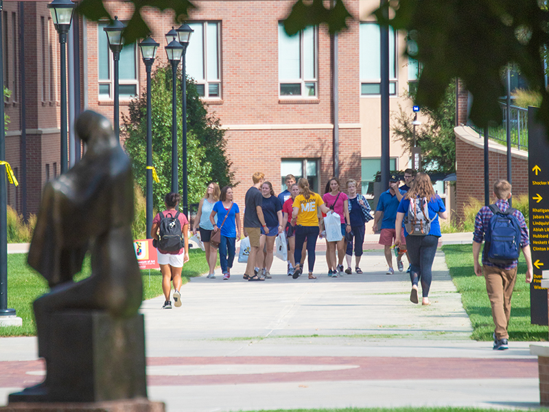 Prospective students touring campus