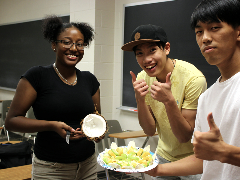 "Students in ""First-Year Seminar: Food and Culture in the Hispanic World"