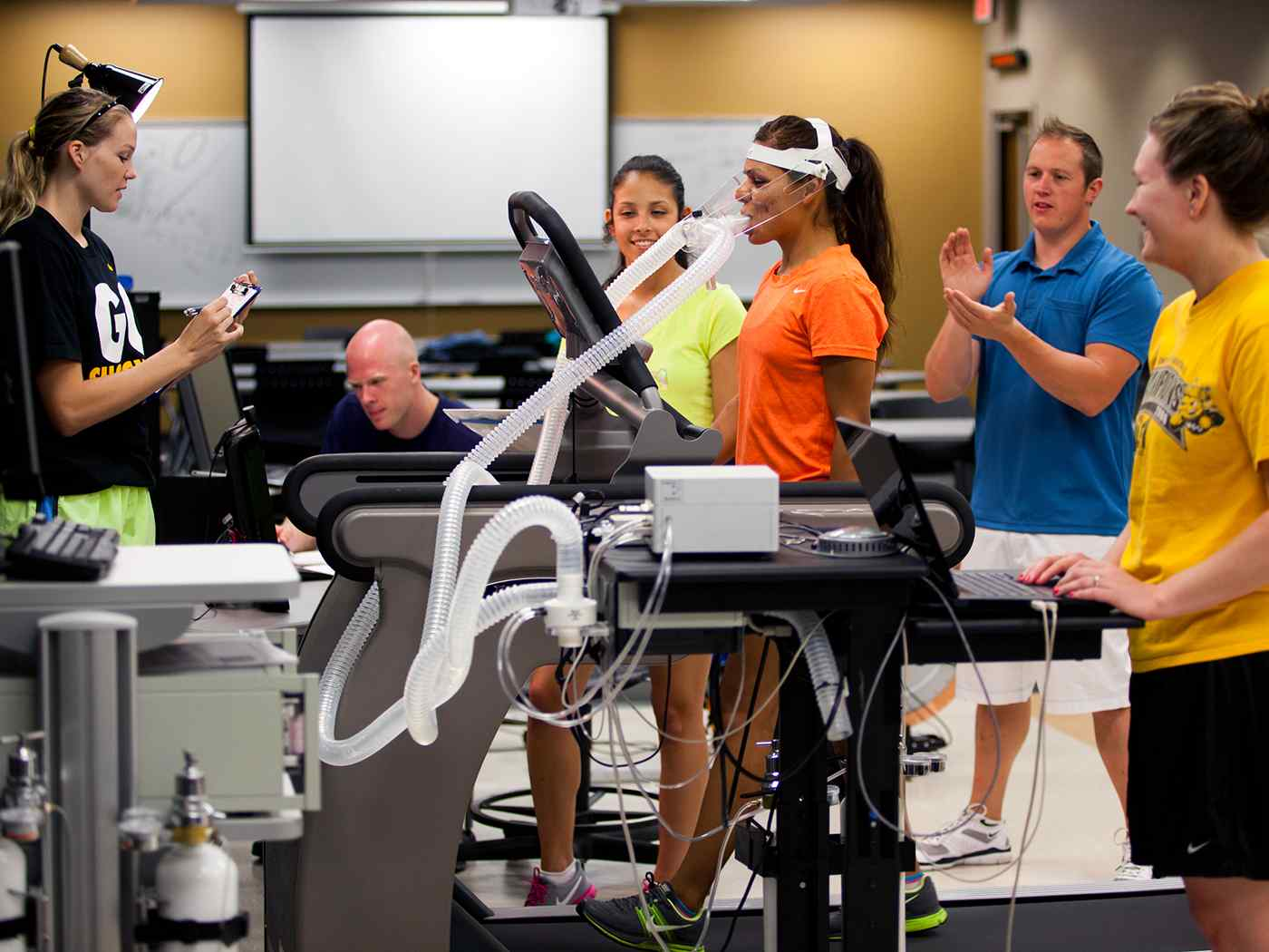 Exercise students in the lab.