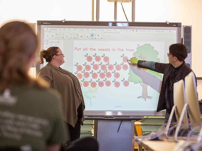 Applied Studies students demo presentation technology in a classroom setting