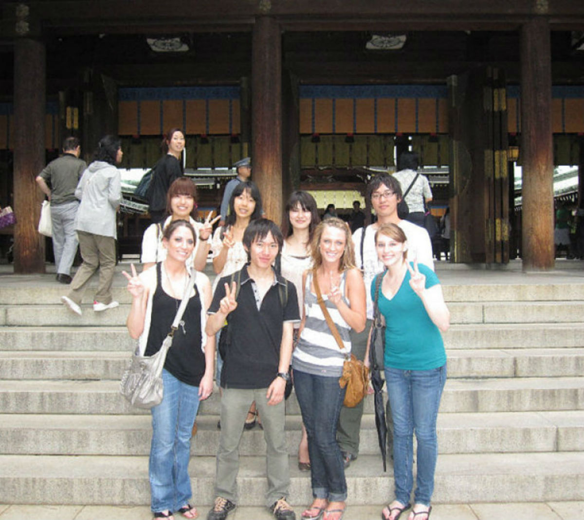 Japan AGU - Students in front of building-u