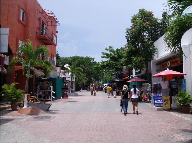 Fifth Avenue- Playa_del_Carmen-u