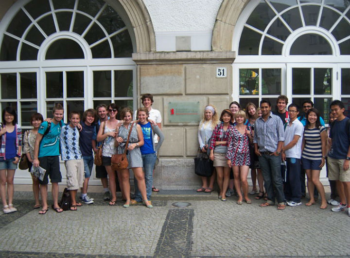 Germany - Students in front of building-u
